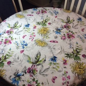 Flowered round tablecloth